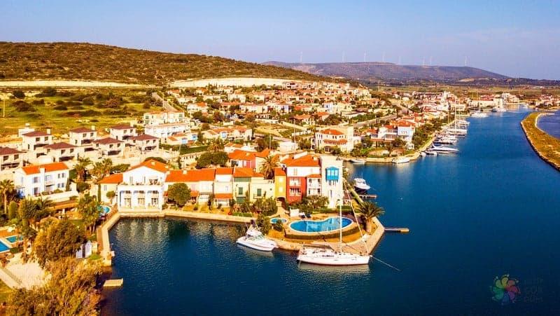 Alaçatı'da konaklama Marina otelleri