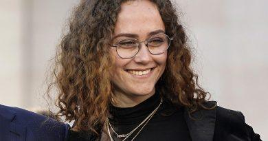 Kamala Harrisin üvey kızı Ella Emhoff New York Moda Haftasında